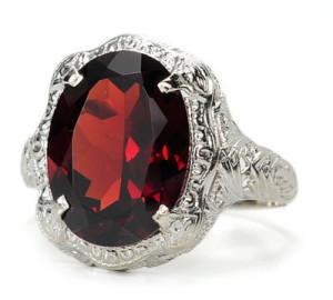 Перстень с альмандином