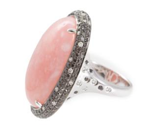 Перстень с розовым опалом