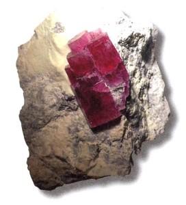 Натуральный красный берилл
