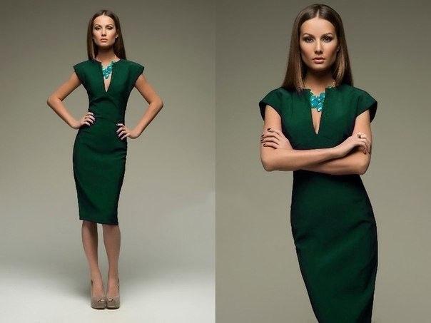 Зеленое платье и бусы