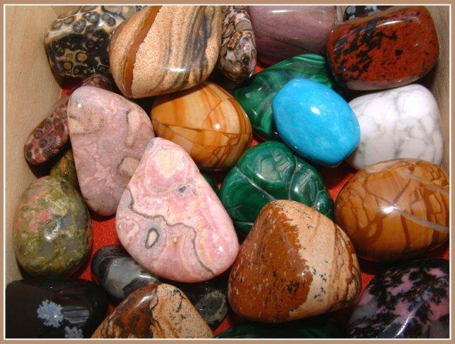 Разные драгоценные и полудрагоценные камни