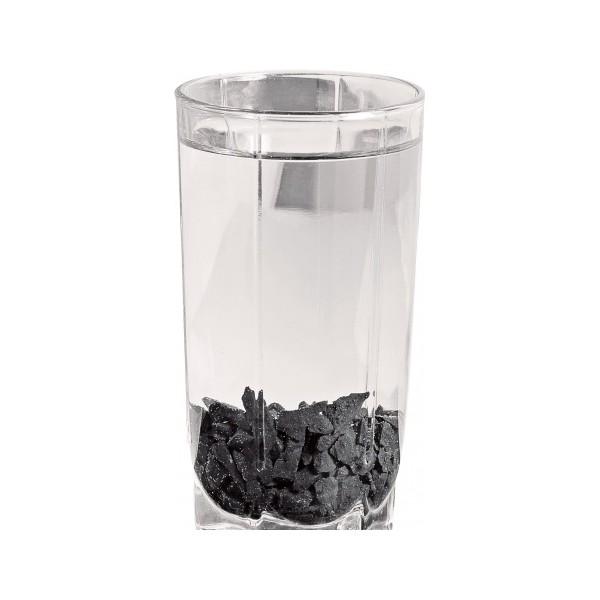 Шунгит в стакане с водой