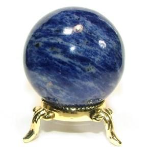 Красивый камень содалит