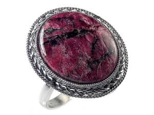 Перстень с эвдиалитом
