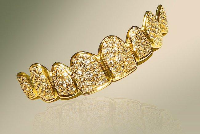 Драгоценное украшение для зубов